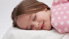 暑い夜もぐっすり眠れる3つのポイントとおすすめ快眠グッズとは?